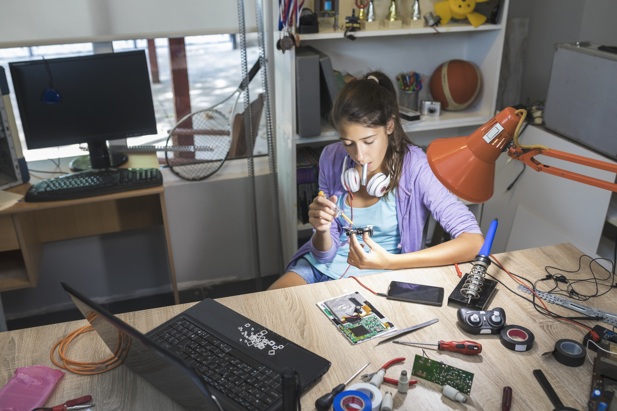 8 STEM Summer Programs That Are Just for High School Girls