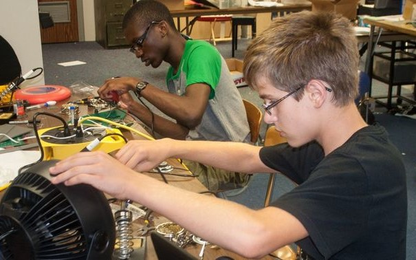 Summer Program - Engineering | Boston Leadership Institute: Engineering: Electronics & Robotics