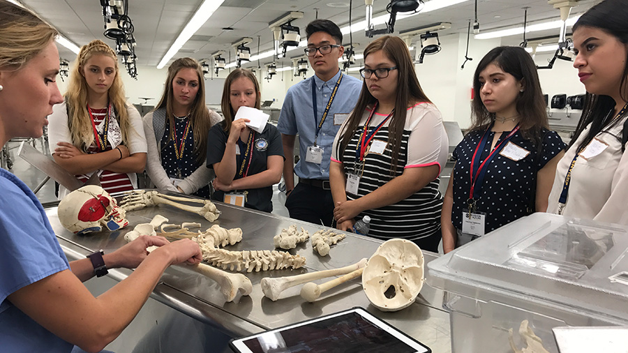 Summer Program - Science | Envision - National Youth Leadership Forum: Medicine at Rice University