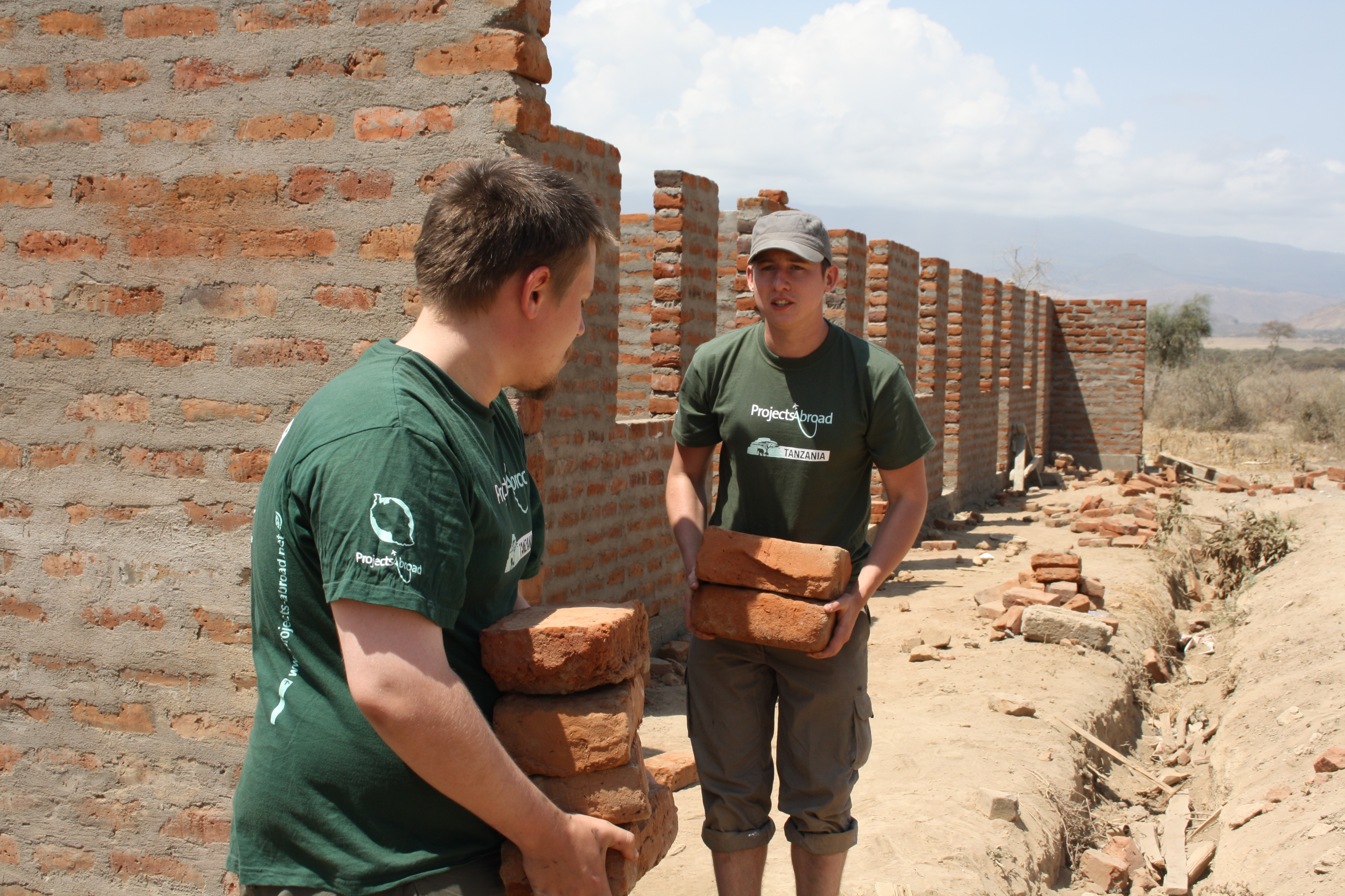 Summer Program - Youth | Projects Abroad:  Volunteering Abroad for High School Students