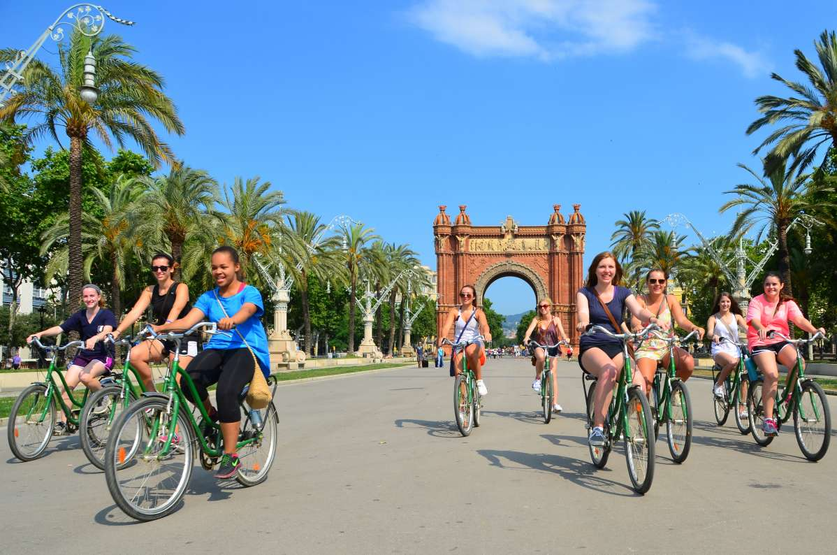 Summer Program - Adventure/Trips | Travel For Teens: Barcelona and Paris