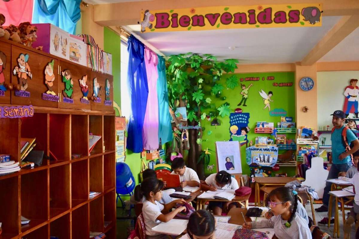 Summer Program - International Relief | Travel For Teens: Ecuador and the Galápagos Service