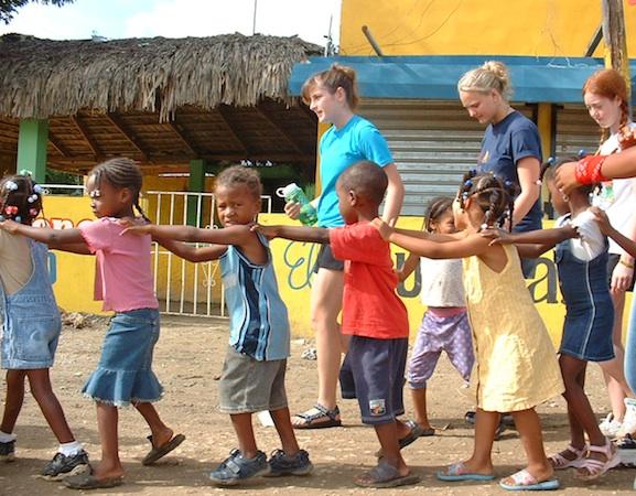 Summer Program - Youth | VISIONS Dominican Republic High School Service Program